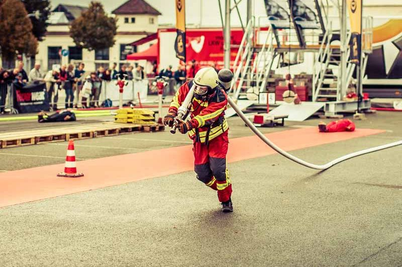 fire fighte dragging fire hose